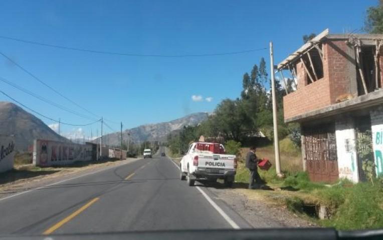 Patrulla policial traslada varias cajas de cerveza en Ancash  | Actualidad