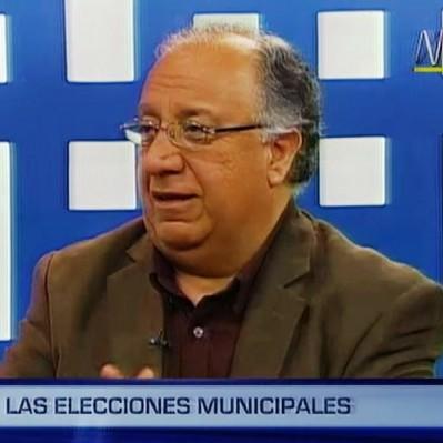 Fernando Tuesta: es difícil que Castañeda baje en las encuestas