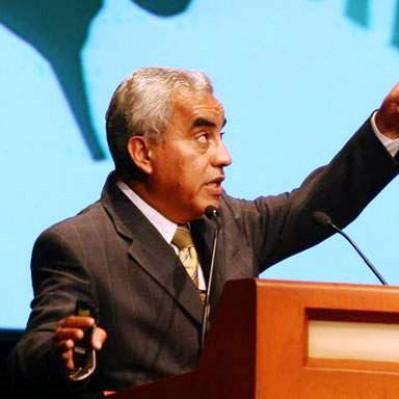 Rolando Arellano: reservas internacionales deberían invertirse en educación