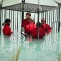 Estado Islámico difunde video en el que ahoga a cinco hombres encerrados en una jaula