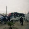 Panamericana Sur: impactante choque entre camión y ómnibus deja varios heridos