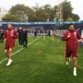 Selección peruana entrenó bajo intensa lluvia en Montevideo