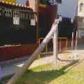 Cercado de Lima: tráiler derribó tres postes a pocos metros de colegio