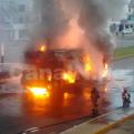 Los Olivos: grúa se incendió en plena Av. Carlos Izaguirre