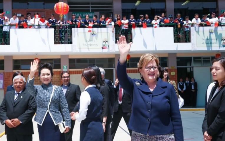 Nancy Lange y la primera dama de China visitaron Colegio Juan XXIII   Actualidad