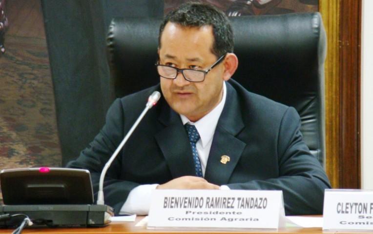 Congresista fujimorista plagió artículo durante interpelación a Saavedra   Actualidad