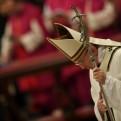 El papa pide pensar en los niños abandonados a su suerte durante la Navidad
