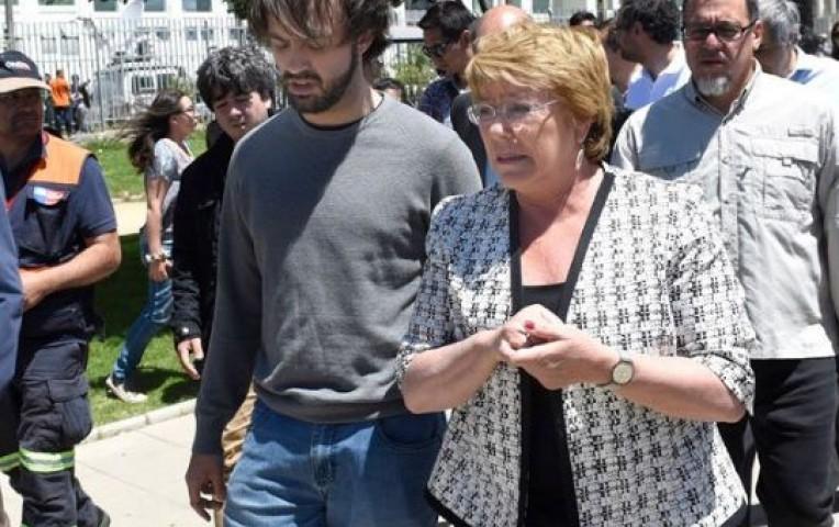 Michelle Bachelet visitó zona afectada por gigantesco incendio en Valparaíso | Internacionales