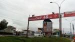 Arequipa: trabajadores arreglan panel publicitario sin medidas de seguridad - Noticias de alerta noticias