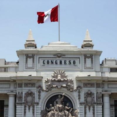 Comisión de Constitución discute informe sobre decretos del Ejecutivo