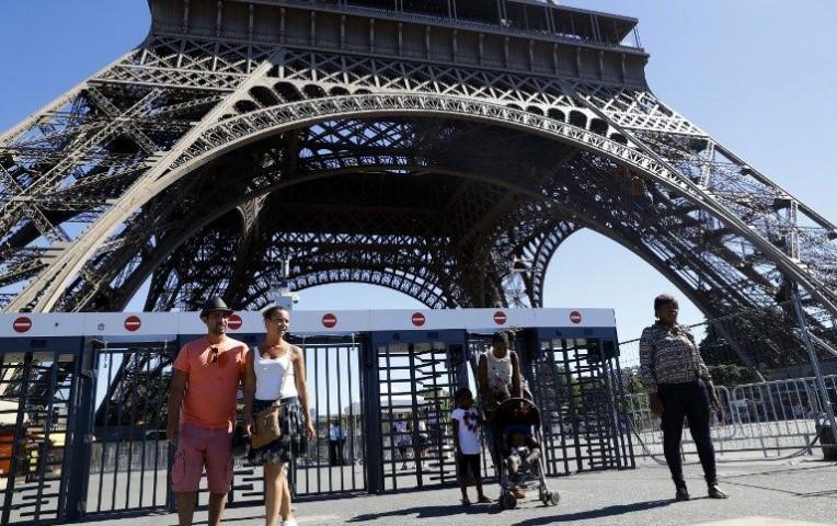 París instalará un muro de cristal antibalas en la Torre Eiffel  | Internacionales