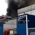 Callao: incendio afectó un almacén ubicado en zona industrial