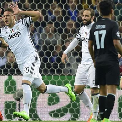 Juventus superó 2-0 de visita al Porto por los octavos de Champions