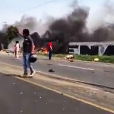 Trujillo: 15 personas fallecieron en trágico triple choque vehicular