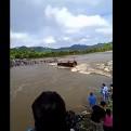 Piura: pasajeros de bus que volcó en quebrada río Seco fueron rescatados
