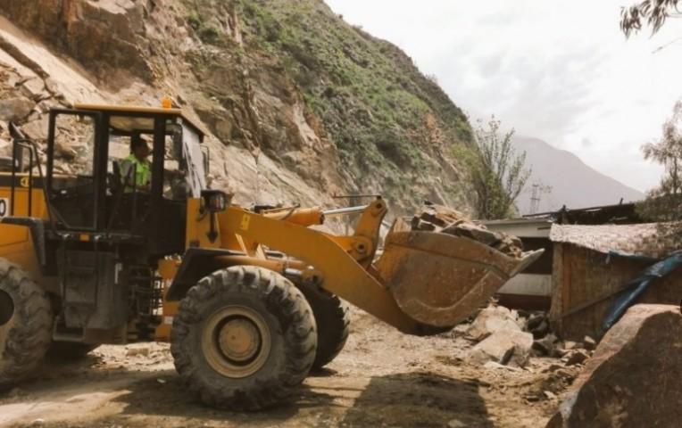 Carretera Central: tránsito restringido en kilómetro 69 por caída de rocas   Actualidad