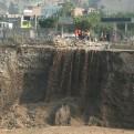 SJL: cascada formada por huaico desmorona base del Malecón Checa