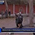 Huachipa: policía de rescate ayuda a pobladores aislados por huaicos