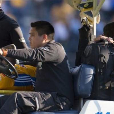 Luis Advíncula salió lesionado del partido entre Tigres y Cruz Azul