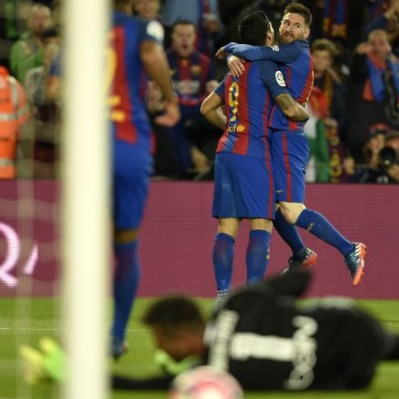 Barcelona superó 4-2 a Valencia y no le pierde el paso al Real Madrid