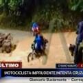 Chanchamayo: motociclista casi pierde la vida por cruzar quebrada
