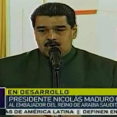 Maduro condecoró a embajador saudí y no se pronunció sobre el Parlamento