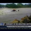 Piura: corriente de río arrastra mototaxi con seis profesores