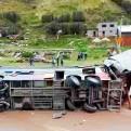Pasco: 8 personas murieron en choque entre bus y camión