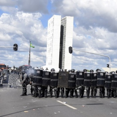 Brasil: atacan ministerio con bombas molotov en protesta contra Temer