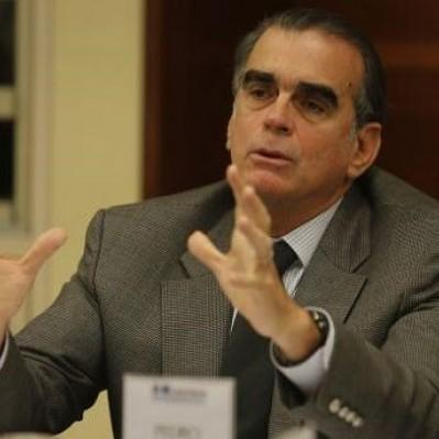 Pedro Olaechea: comisión del Congreso evalúa citarlo por veto del Pisco en Chile
