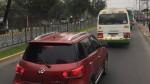 Auto invade vía exclusiva de buses en cruce de avenidas Marsano y Villarán - Noticias de luna