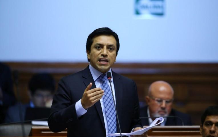 Gilbert Violeta propone que legisladores puedan renunciar al cargo
