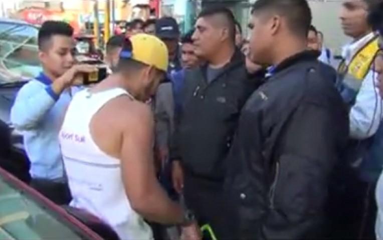 Denuncian maltrato a venezolano que vendía arepas en Huacho — Facebook