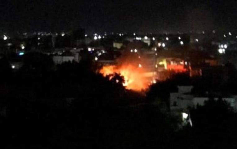 Somalia: Terroristas explotan coche bomba y toman rehenes en restaurante