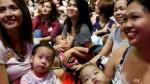 Filipinas: más de dos mil mujeres amamantan a sus bebés en público para promover la lactancia - Noticias de leche