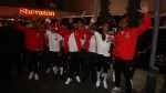 Seleccionados peruanos saludaron a los hinchas que alentaron afuera del hotel - Noticias de bus
